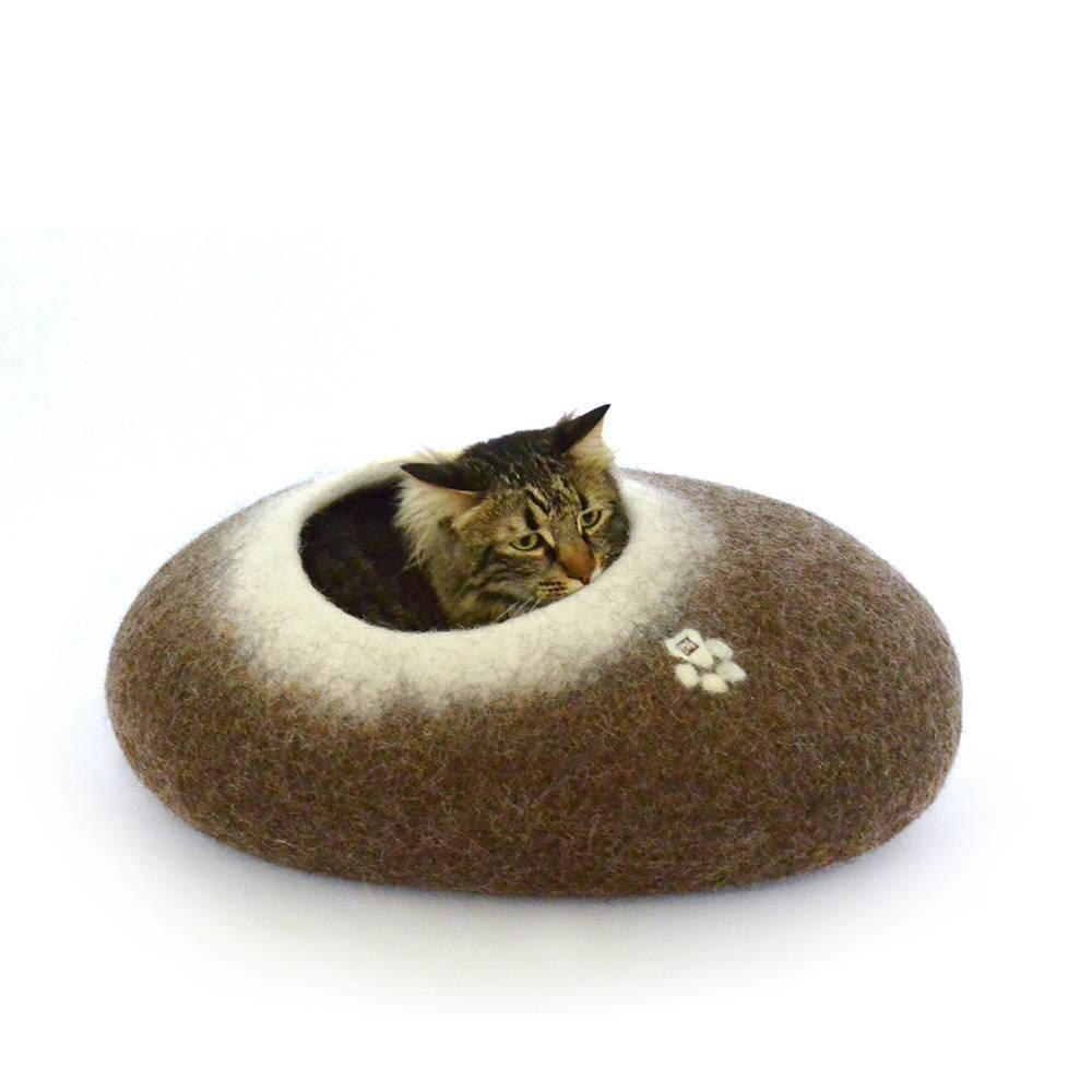 pebble cat cocoon bed brown w. white interior