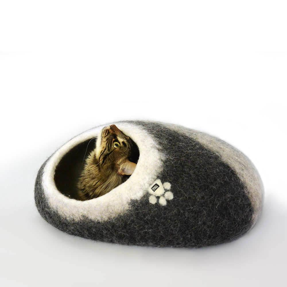 oval pet bed / cat cave black with white