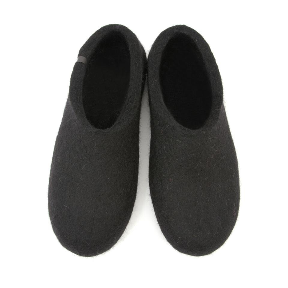 Black felt slippers «BASIC»