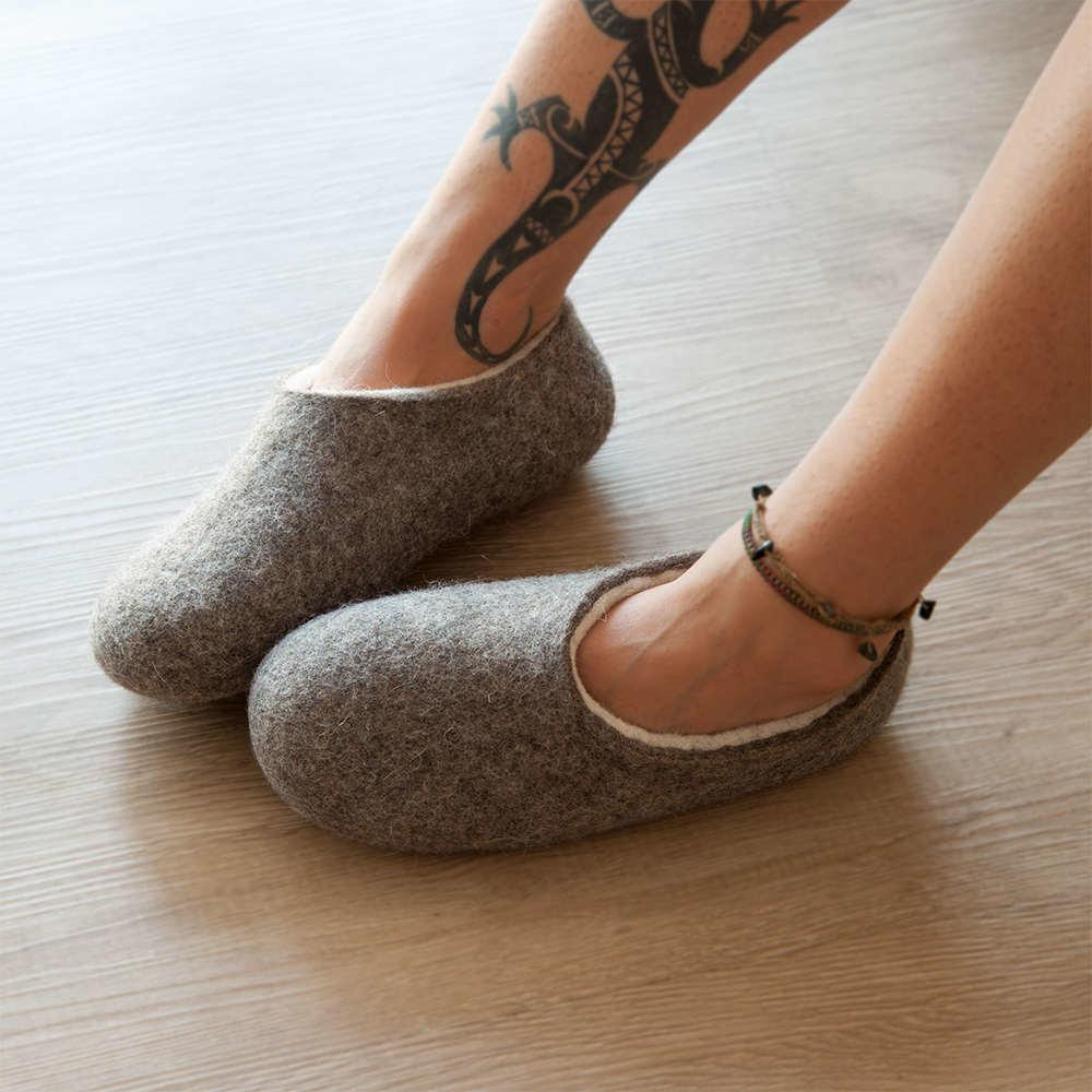 bedroom shoes for womens. Organic slippers in gray white  DUAL NATURAL collection by Wooppers