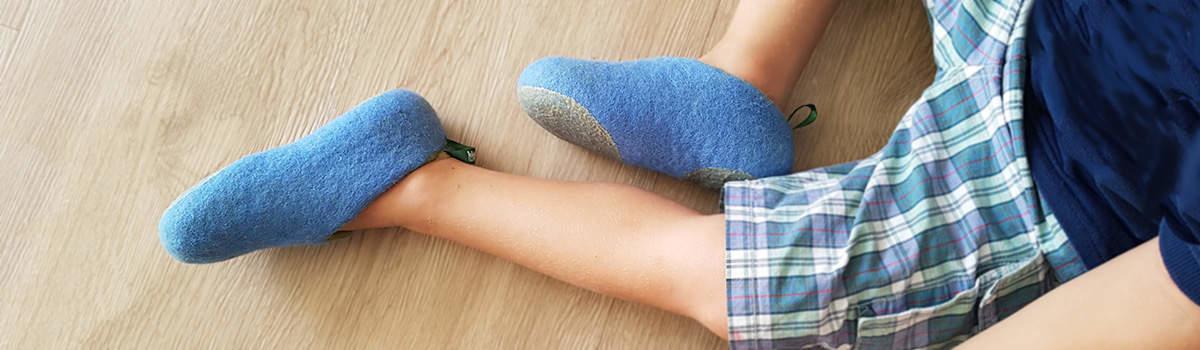 Παιδικές παντόφλες της Wooppers χειροποίητες από μάλλινη τσόχα