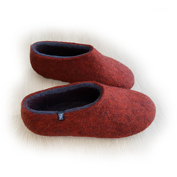 wooppers slippers in dark red rust and dark grey