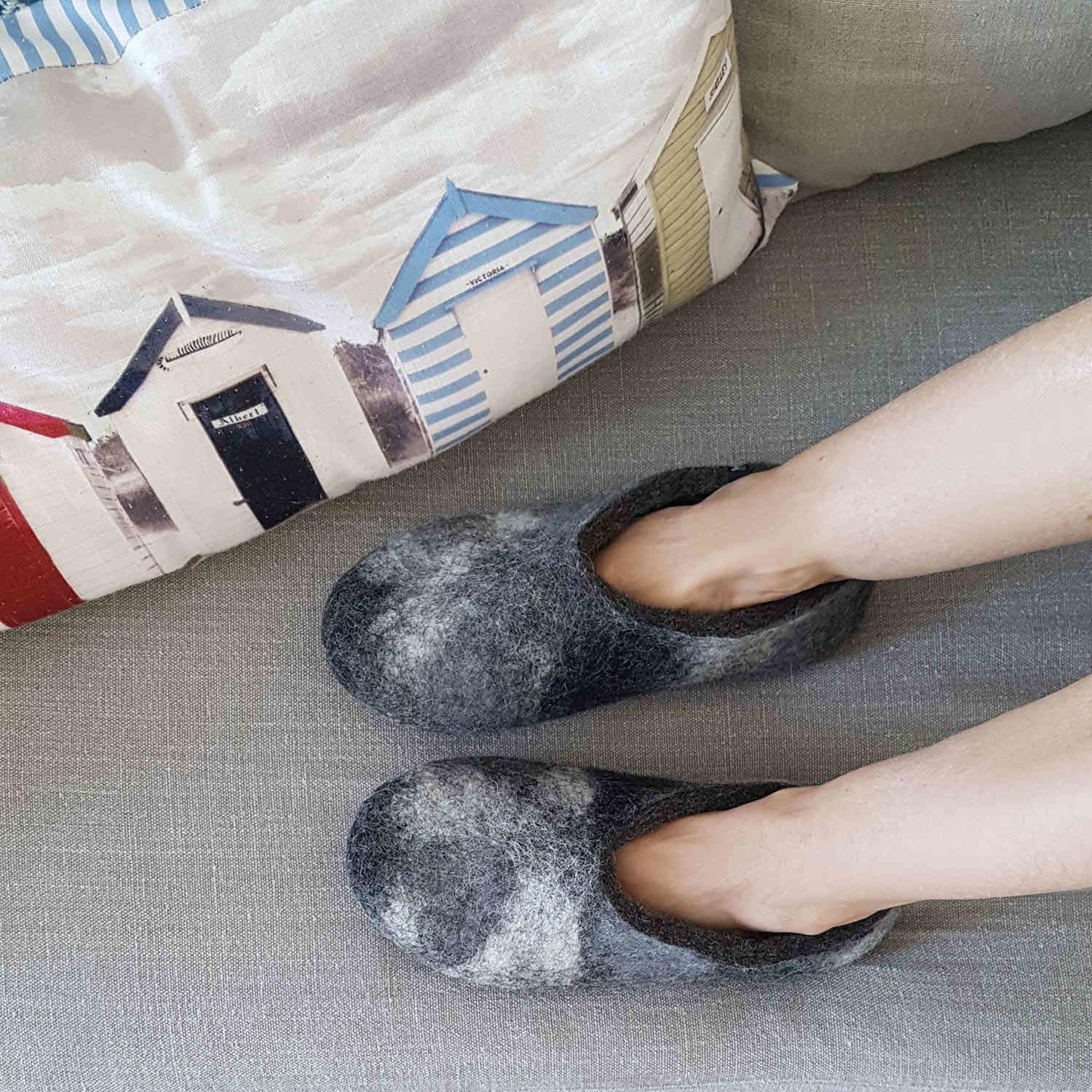 Launch of ARTI womens slippers anthracite on lady