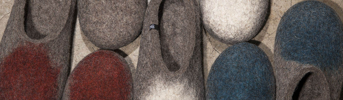 Παντόφλες για άνδρες από μαλλί που φοριούνται εύκολα